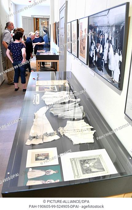 "05 June 2019, Thuringia, Weimar: During a tour of the press, the exhibition """"From Shirt to Hanging Dress: Ladies' Fashion between Goethe's and Bauhaus Times""""..."