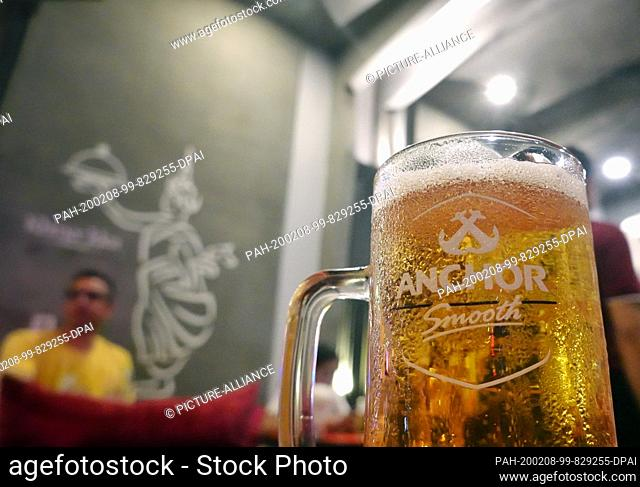 24 October 2019, Cambodia, Siem Reap: A beer of the Anchor Smooth variety is on the table in a restaurant on Pub Street. Photo: Soeren Stache/dpa-Zentralbild/ZB