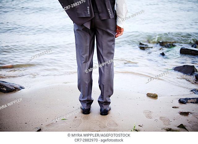 suit; wedding; dressed; man; male; fashion; fashionable; beach; dress code