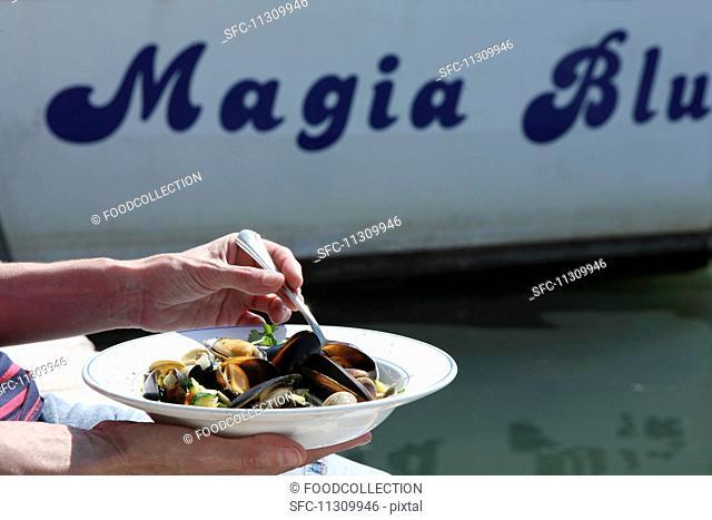 Zuppa di conchiglie (mussel soup, Italy)