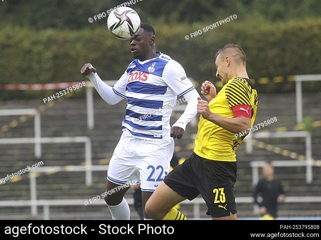 firo: 08/29/2021 Fuvuball: Soccer: 3rd Bundesliga season 2021/22 BVB; Borussia Dortmund U23 - MSV Duisburg 4: 1 duels Rudolf Ndualu versus Franz Pfanne