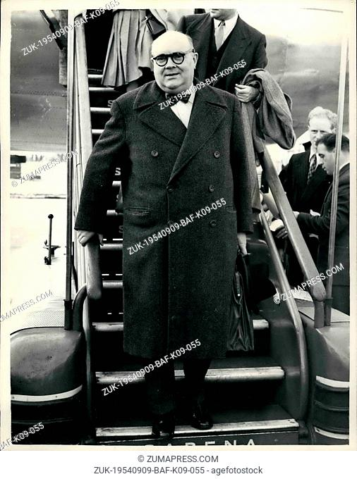 Sep. 09, 1954 - Ministers Arrive for Nine Power Conference: N. Spaak, the Belgian Foreign Minister, photographed on his arrival at London Airport this evening
