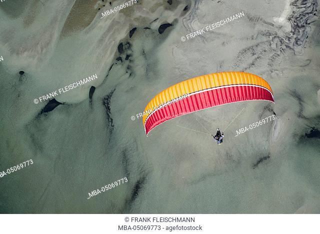 Paraglider, flight, Paragliding, natural forms, pleasure, vacation, Lago Maggiore, mountain lake, Locarno, Maggia, Ticino, Switzerland