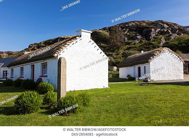 Ireland, County Donegal, Glencolumbkille, traditional houses