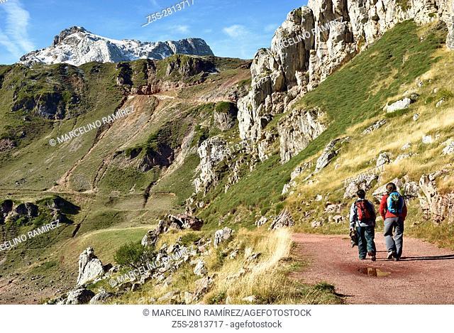 Route of the Lakes of Saliencia. Saliencia, Somiedo, Principality of Asturias, Spain, Europe