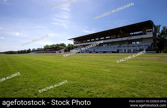31 May 2020, Brandenburg;Berlin, Hoppegarten: Horse racing: Gallop, Hoppegarten Racetrack, second day of racing. Grandstands and picnic area are almost deserted