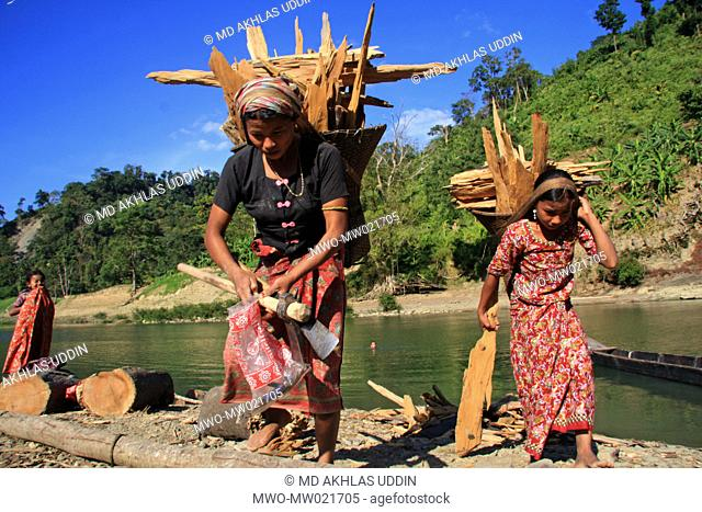 A woman and a young girl carrying firewood on the bank of Sangu river in Thanchi in Bandarban, Bangladesh December 2, 2009