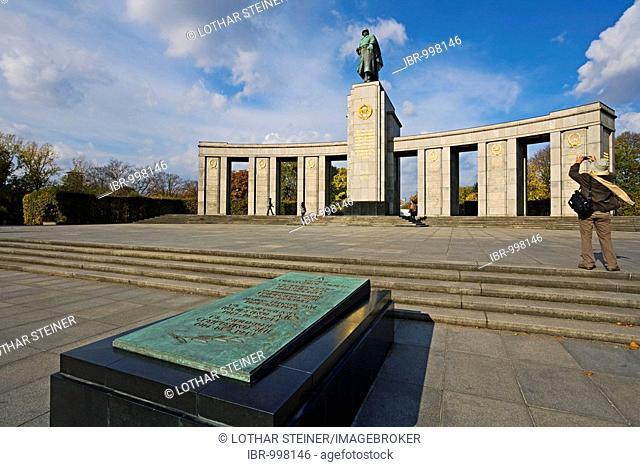 Sowjet Cenotaph in the Tiergarten Park, Berlin, Germany, Europe
