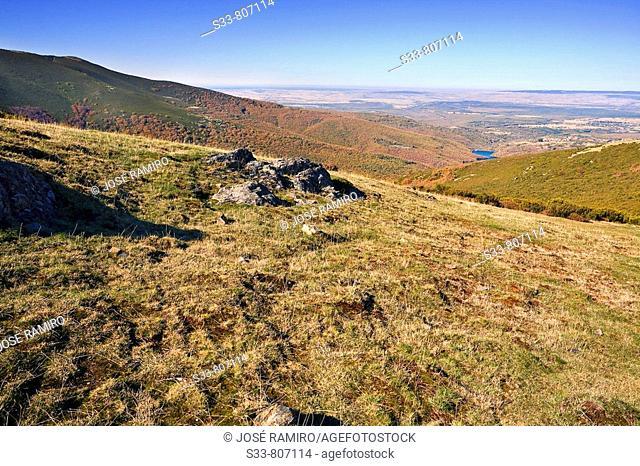 Llanura segoviana desde el collado de las Lagunillas. Sierra Norte. Castile-Leon. Spain