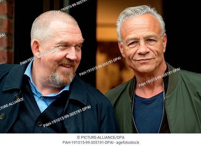 "15 October 2019, North Rhine-Westphalia, Cologne: The actors Dietmar Bär (r) and Klaus J. Behrend (r) are on set at a photo shoot for """"Tatort - Gefangen"""""