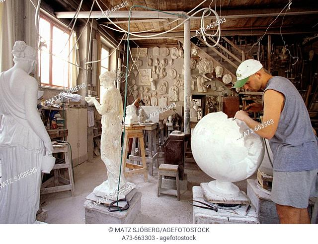 Studio Cervietti. Craftsman at work. Pietrasanta village. Lucca province, Tuscany. Italy