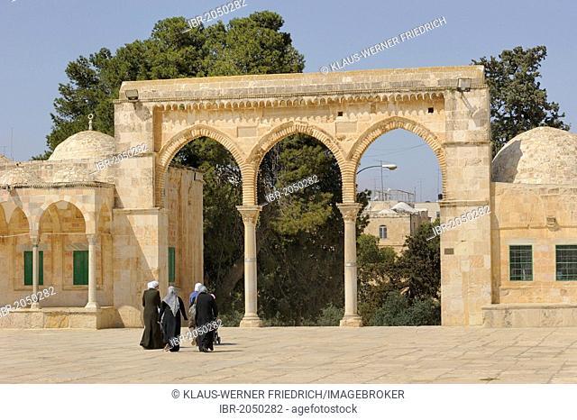 Israeli Palestinian women on the Temple Mount approaching the arcades with Byzantine columns, Al-Mawazin, Muslim Quarter, Old City, Jerusalem, Israel