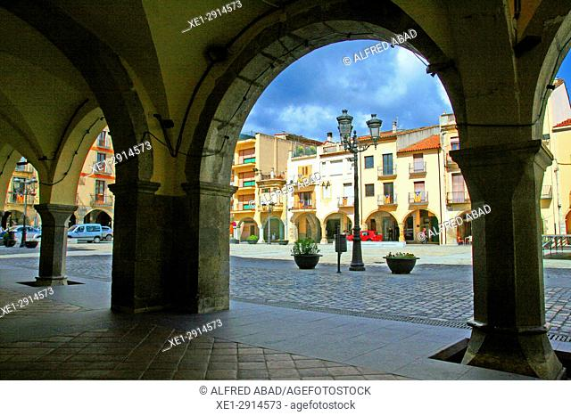Arcades of the main square, Amer, La Garrotxa, Catalonia, Spain