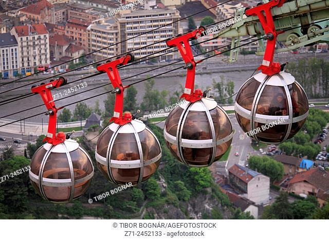 France, Rhône-Alpes, Grenoble, téléphérique, cable car
