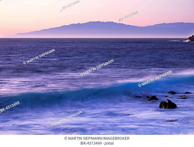 Ocean wave at dawn, island of La Palma behind, Valle Gran Rey, La Gomera, Canary Islands, Spain