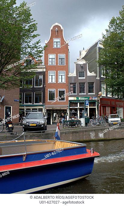 Buildings. Amsterdam. Holland/ Edificios en Amsterdam. Amsterdam se fundo en el siglo XII. Es el centro financiero cultural y politico de Holanda la ciudad...