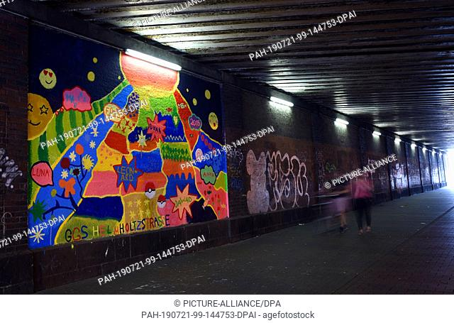 """20 July 2019, North Rhine-Westphalia, Duesseldorf: In a campaign supported by the youth welfare office """"""""Beautiful and stupid places in my neighborhood -..."""