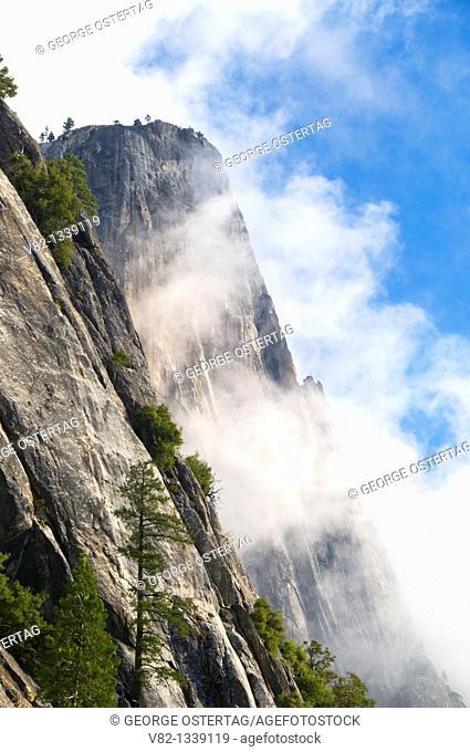 Yosemite Point from Yosemite Falls Trail, Yosemite National Park, CA