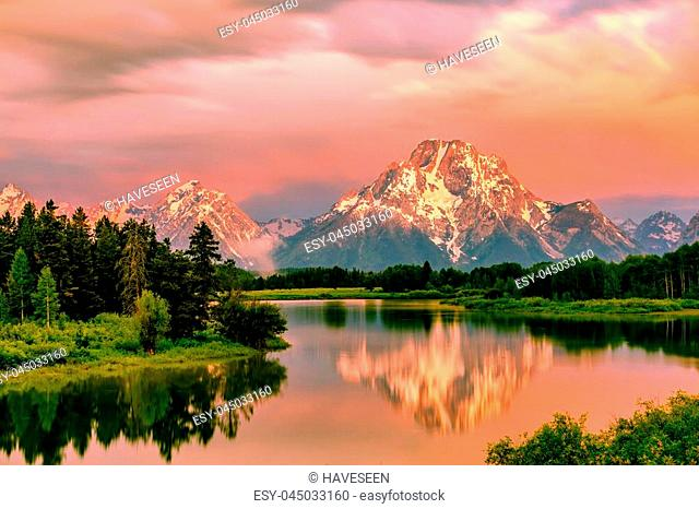 Grand Teton Mountains from Oxbow Bend on the Snake River at sunrise. Grand Teton National Park, Wyoming, USA