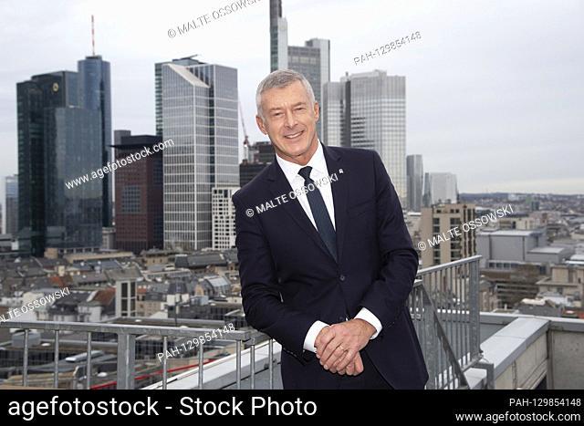 Tom BLADES, Management Chairman of Bilfinger SE, CEO, Portraet, PortrÃ-t, portrait, trimmed single image, single motif, in front of the skyline of the city of...