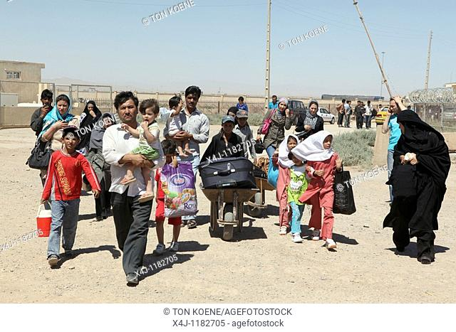 Afghan border: Afghan refugees are deported from Iran