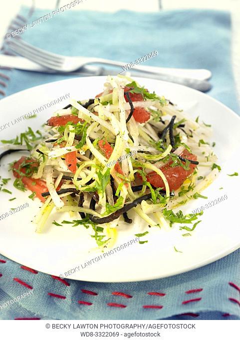 ensalada de nabo y apio con algas - raw