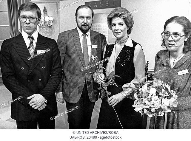 Erkennen Sie die Melodie, Fernsehquiz, Deutschland 1980er Jahre. Moderation: Johanna von Koczian mit Kandidaten