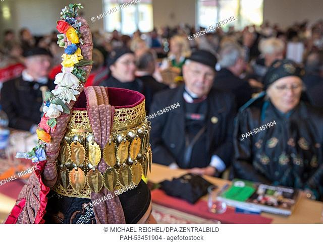 Participants in traditional costume at the annual general meeting of Thuringian local costume groups in Wechmar, 08 November 2014