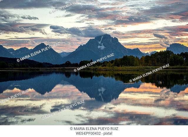 USA, Wyoming, Grand Teton National Park, sunset at Oxbow Bend