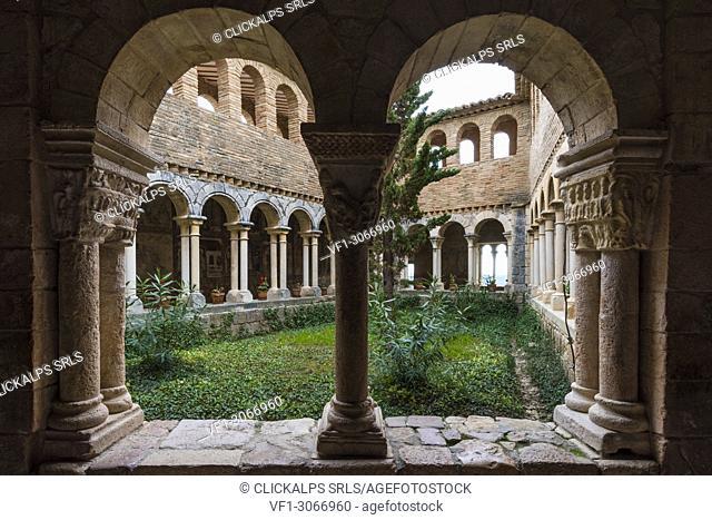 The cloister of Colegiata de Santa Maria la Mayor. Alquezar, Huesca, Aragon, Spain, Europe