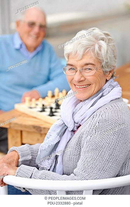 An elderly couple playing chess togetherhttp://195.154.178.81/DATA/shoots/ic-783134.jpg