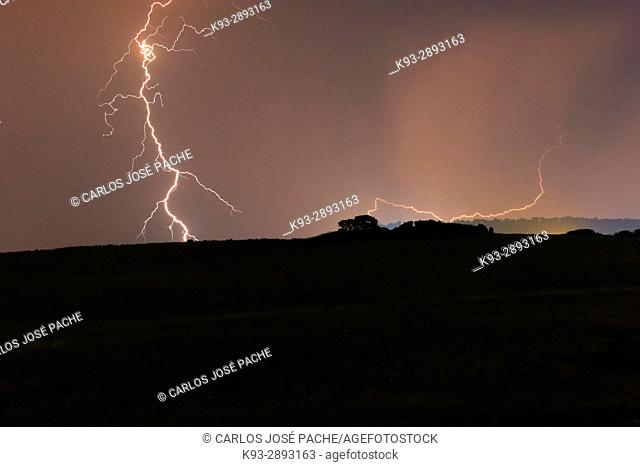 Tormenta en los alrrededores del Monumento Natural de los Barruecos de Cáceres, Extremadura, Caceres