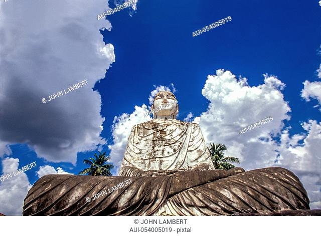 sri lanka, anuradhapura, thuparama buddha