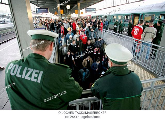 DEU, Germany, Essen : Football fans form the 1.FC Koeln club at a game in Essen against Rot-Weiss Essen. Police is escorting the fans from the railway station...