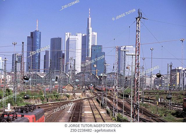 Frankfurt am Main skyline and the Hauptbahnhof, railway Central Station, from Camberger Strasse