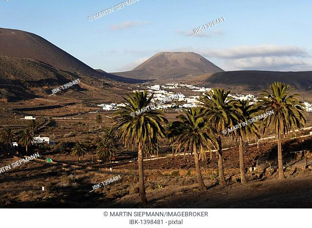 Máguez and Monte Corona Volcano, Lanzarote, Canary Islands, Spain, Europe
