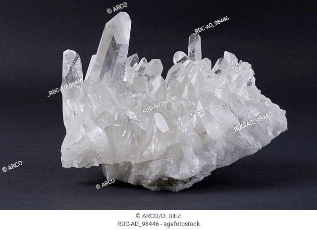 Crystalline Quartz Bergkristall precious stones esotericism cut out object