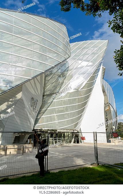 Paris, France, New Contemporary Arts Museum Building the ''Fondation Louis Vuitton'', in Bois de Boulogne Park, (Credit Architect: Frank Gehry)
