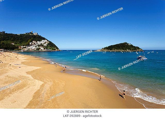 Sandy beach in the sunlight, Playa Ondarreta, Isla de Santa Clara, Bahia de la Concha, Bay of La Concha, San Sebastian, Donostia, Camino de la Costa