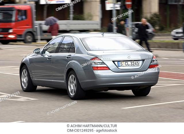 Mercedes S 320 CDI, model year 2005-, silver, driving, diagonal from the back, rear view, City