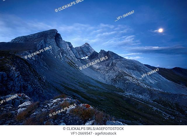 Europe, Italy, Varaita Valley, Cuneo District - Pan di Zucchero et Pic d'Asti at blue hour