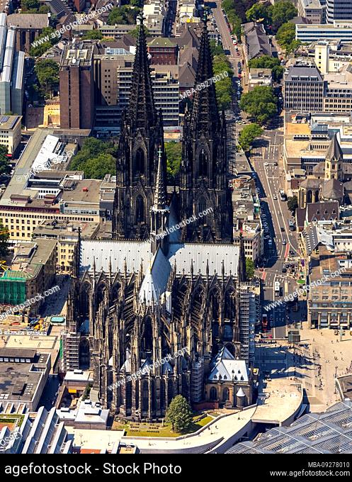 Aerial view of the city center on the left bank of the Rhine with Cologne Cathedral, Cologne Central Station, city panorama in Cologne in Rhineland in the state...
