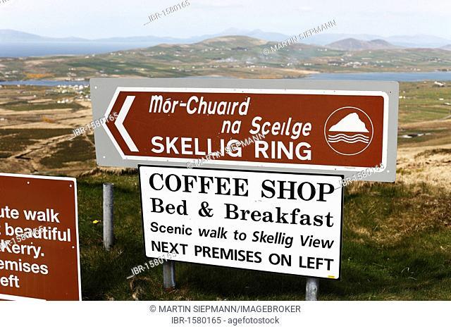 Bilingual guidepost, Skellig Ring, County Kerry, Ireland, British Isles, Europe