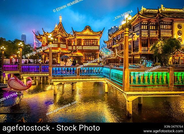 The illustrious lighting for the Yu Garden Lantern Festival at Lunar New Year celebrations , Shanghai, China