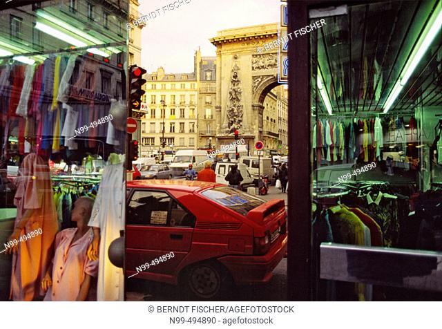 Sentier, Boulevard St. Denis, arc de triomphe, fashion quarter, shop window, reflections, Paris. France