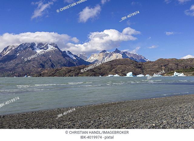 Lake Lago Grey and Paine Grande Massif, Torres del Paine National Park, Magallanes y la Antártica Chilena Region, Chile