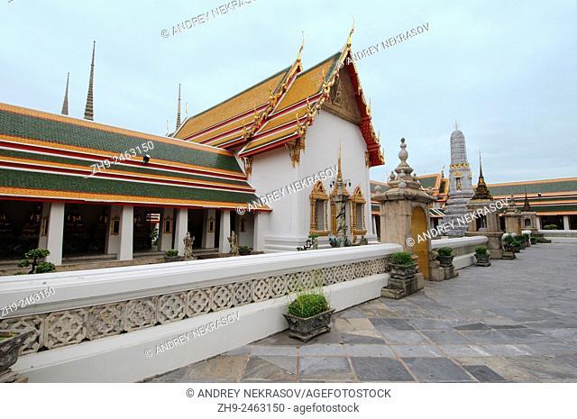 Wat Pho - Temple of the Reclining Buddha, its official name is Wat Phra Chetuphon Vimolmangklararm Rajwaramahaviharn, Phra Nakhon district, Bangkok, Thailand