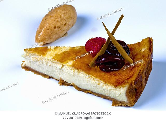 Tarta de queso azul con helado de membrillo / Blue cheese cake with quince ice cream