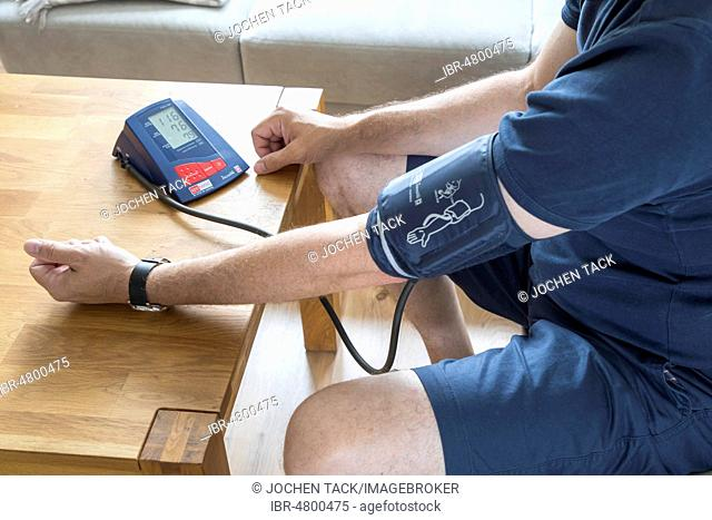 Blood pressure measurement, with an automatic upper arm blood pressure monitor, Germany