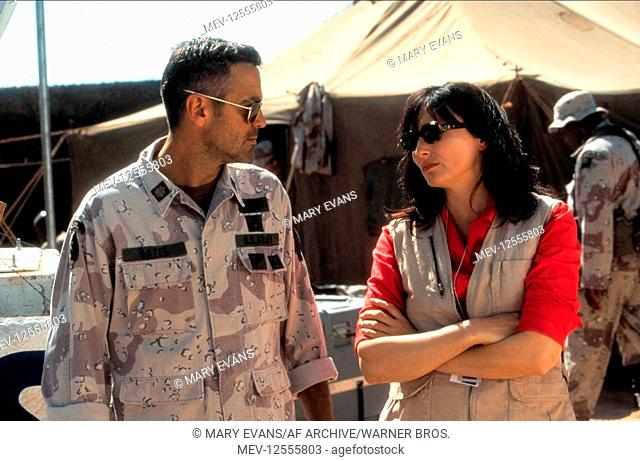 George Clooney & Nora Dunn Characters: Archie Gates & Adriana Cruz Film: Three Kings (USA/AUS 1999) Director: David O. Russell 27 September 1999